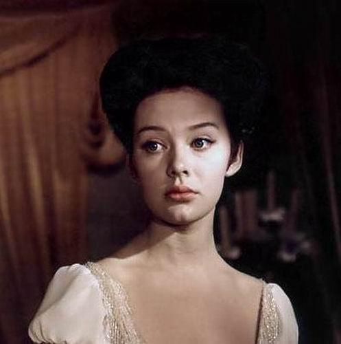 Lydmilla Sereyava as Natasha Rostov.