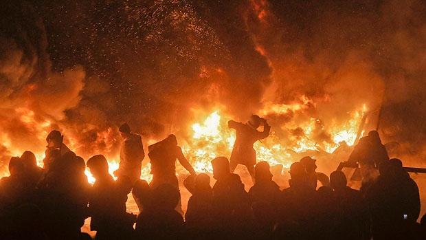 UkraineCivilWarKievFlamesProtesters