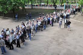 People lining up to vote in Donetsk 11 May 2014.