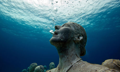 Global-warming-StatueWoman-rising-sea