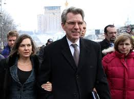 "Nuland with Pyatt in Maidan Square visiting the opposition ""troops""."