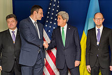 Odd man out in front in the polls, Poroshenko (left) with Klychko, Kerry and Yastenyuk, (far right, in more ways than his position on this picture.
