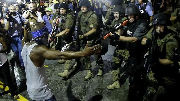 Ferguson-BlacksStandoffwPolice