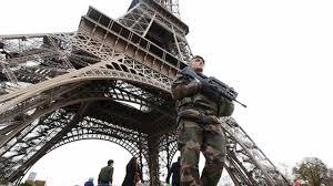 ParisAttack-EiffelTowerSoldier