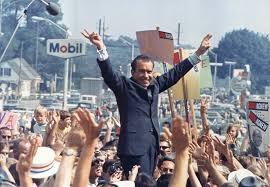 NixonVictorySignCrowd1972