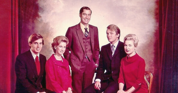 Father Trump (center), Donald (2nd from right and his Mom (right). Sis, second from left and Trump's older brother who died of alcoholism.