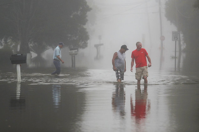 LouisianaFlood-MeninInundatedStreetFoggy