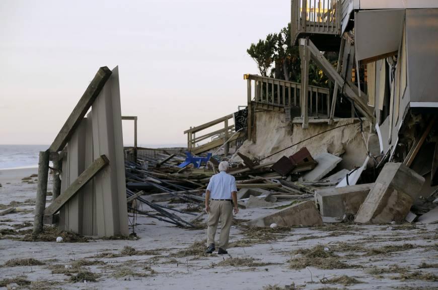 hurricanematthew-floridacoastoldmanruinedhome