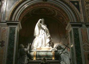 640px-Pope_Leo_XIII_tomb-SRC-Kiss Tomas