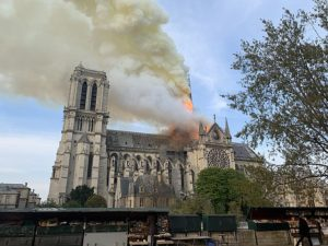 Notre Dame on fire in the initial stages of the blaze. Source: Wandrille de Préville © Wikimedia Commons.