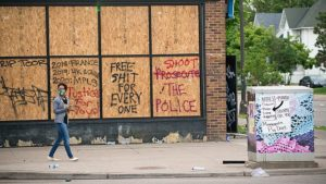 Protest and riot aftermath on West Lake Street, Minneapolis, 27 May 2020. Source: Fibonacci Blue, © Creative Commons.