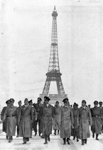 Hitler in Paris, June 1940, taking a victory walk through Paris with his generals and architect Albert Speer. Source: ©Creative Commons.