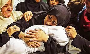 GazaPalestinianMothercradlingdeadshoudedchild
