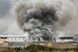 SouthAfricanRiots-WarehouseSmokeColumn